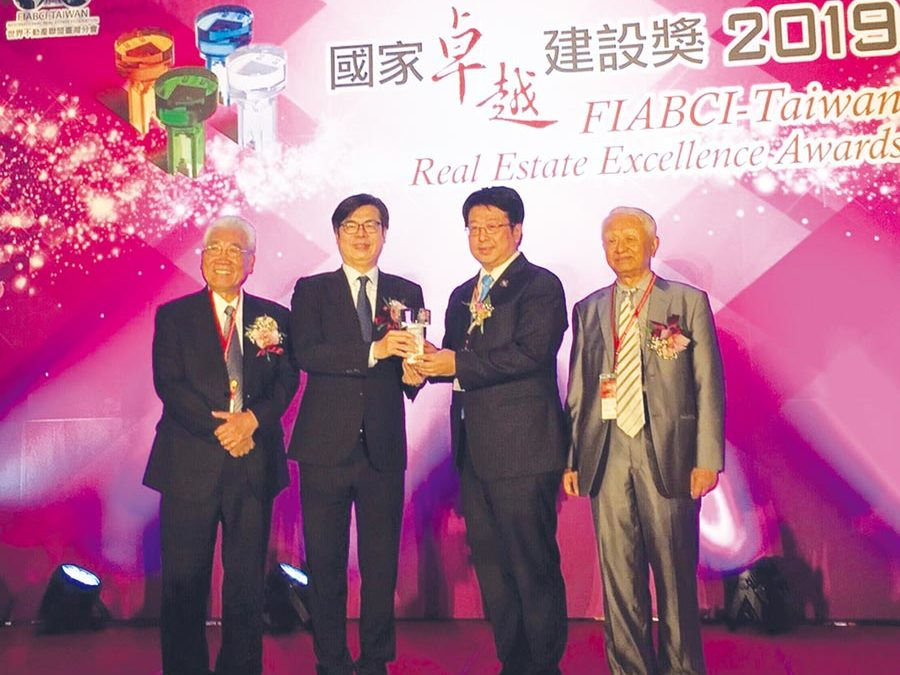 瑞助營造高雄-瑞助營造董事長 張正岳 榮獲年度建築人物獎